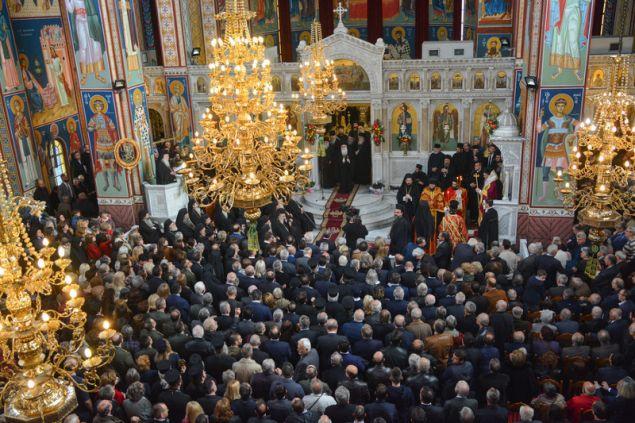 Πλήθος κόσμου παραβρέθηκε στην ενθρόνιση του νέου Μητροπολίτη Λαρίσης και Τυρνάβου, Ιερώνυμου