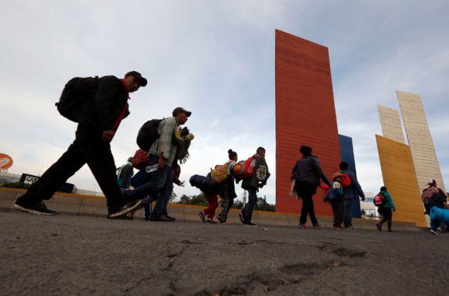 Οι μετανάστες διανυκτέρευσαν για 6 ημέρες σε έναν καταυλισμό και τώρα συνεχίζουν το ταξίδι τους