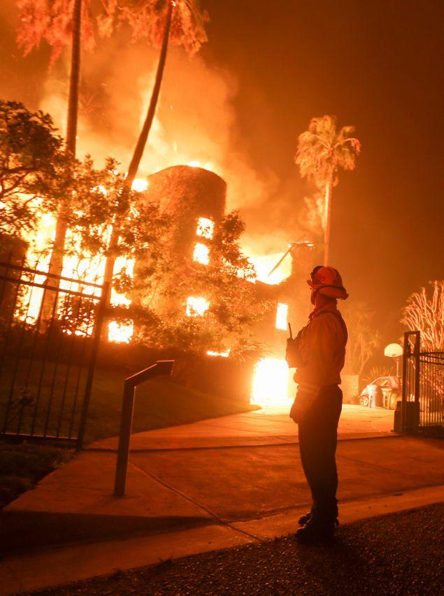 Τουλάχιστον 11 είναι οι νεκροί από τις φονικές πυρκαγιές στην Καλιφόρνια