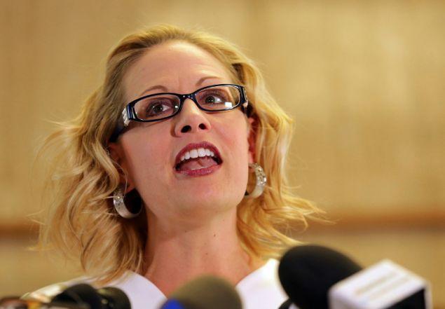Η Κίρστεν υποστηρίζει το δικαίωμα στην άμβλωση, είναι αντίθετη στην οπλοκατοχή και ορκισμένη εχθρός του Τραμπ/ Φωτογραφία: AP
