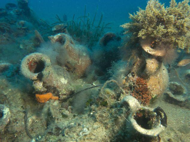 Στην Αλβανία ένας αμφορέας που ψαρεύτηκε στη θάλασσα κοστίζει 100 ευρώ, όμως στις ξένες αγορές αρχαιοτήτων η τιμή του εκτοξεύεται στη νιοστή