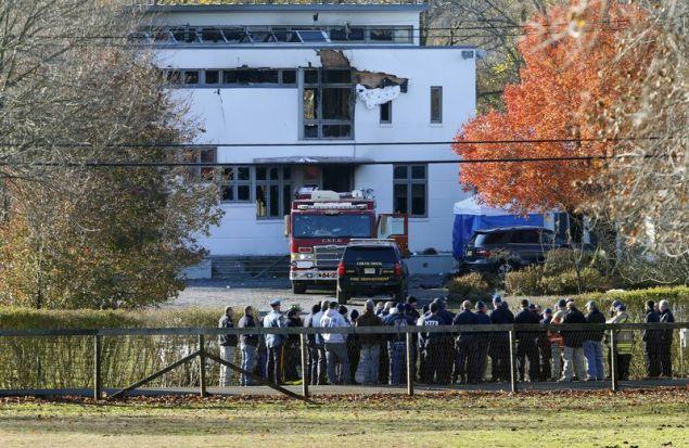 Ο δράστης φέρεται να έβαλε φωτιά στο σπίτι της οικογένειας του αδελφου του για να καλύψει τα ίχνη του (Φωτογραφία: ΑΡ)