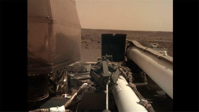 Μαγεύουν οι πρώτες φωτογραφίες της NASA απο το ταξίδι του επιστημονικού σκάφους InSight στον Αρη.