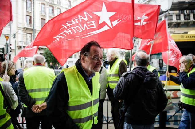 Ο Παναγιώτης Λαφαζάνης και μέλη της ΛΑΕ διαδήλωσαν έξω από την Γαλλική πρεσβεία- φωτογραφία eurokinissi