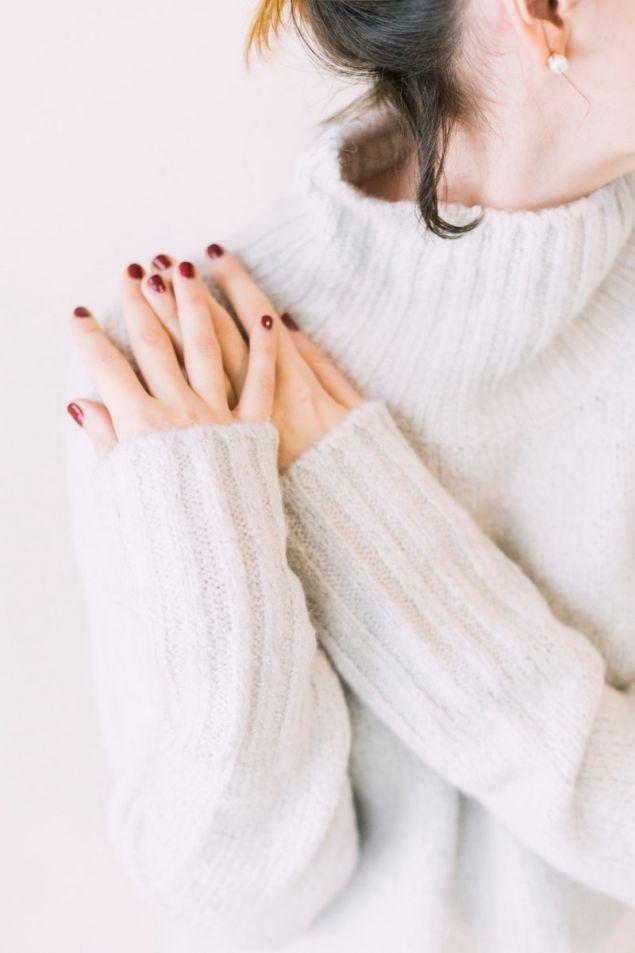Οι γυναίκες με μακριούς δείκτες στο αριστερό τους χέρι είναι πιο πιθανό να απατήσουν τον σύντροφό τους