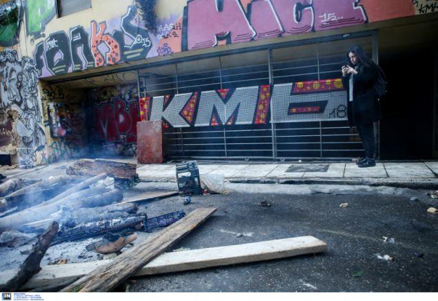 Οτι μπορούσαν να κάψουν...το έκαψαν οι κουκουλοφόροι- φωτογραφία intimenews