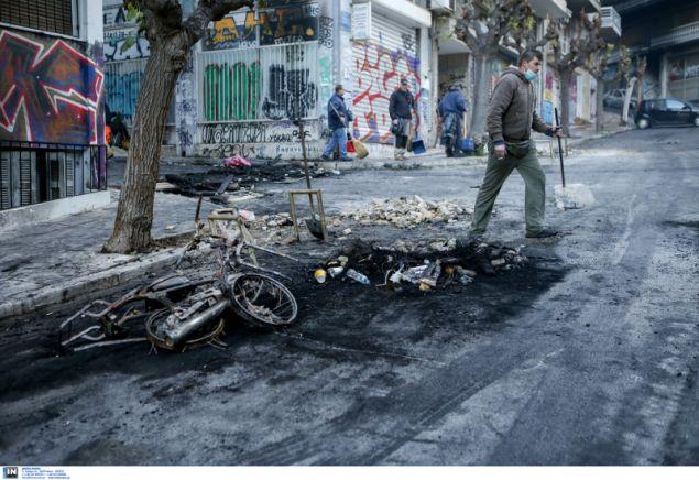 Βομβαρδισμένο τοπία θυμίζουν τα Εξάρχεια- φωτογραφία intimnews