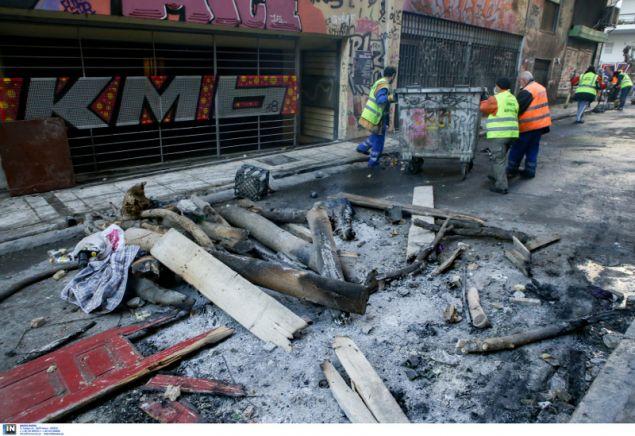 Τα συνεργεία του Δήμου ξεκίνησαν να μαζεύουν τα αποκαϊδια- φωτογραφία intiimenews