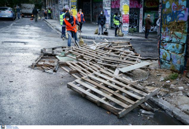 Ο,τι έμεινε από τα οδοφράγματα που έστησαν οι κουκουλοφόροι- φωτογραφία intimnews