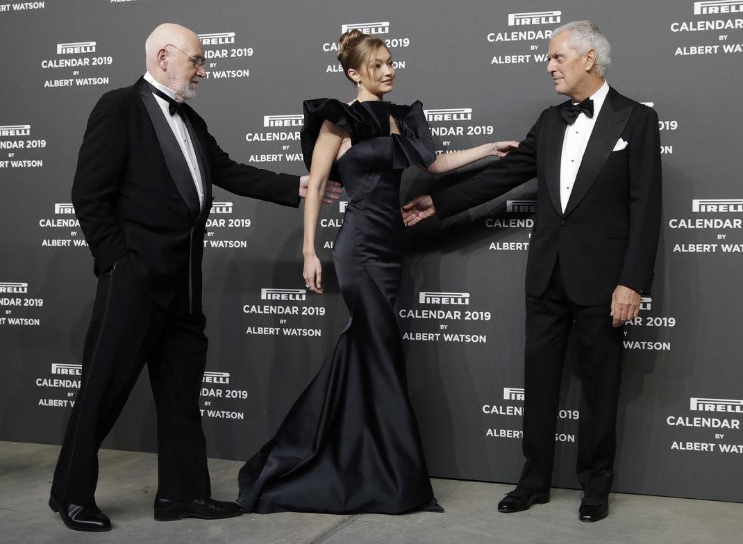 H Tζίτζι Χαντίντ με τον φωτογράφο Άλμπερτ Ουάτσον και τον CEO της Pirelli, ΑP images
