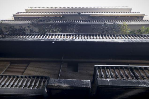 Διαμερίσματα πήραν φωτιά από τις βόμβες μολότοφ που έριχναν ακόμα και από τις ταράτσες οι αντιεξουσιαστές- φωτογραφία eurokinissi