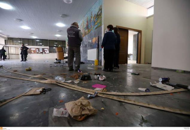 Μεγάλο μέρος των ζημιών εκείνων -κυρίως σπασμένες τζαμαρίες- δεν έχει αποκατασταθεί ακόμη