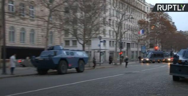 12 τεθωρακισμένα έχουν επιστρατευτεί στο Παρίσι για τις σημερινές κινητοποιήσεις των «κίτρινων γιλέκων» (Φωτογραφία: Ruptly)