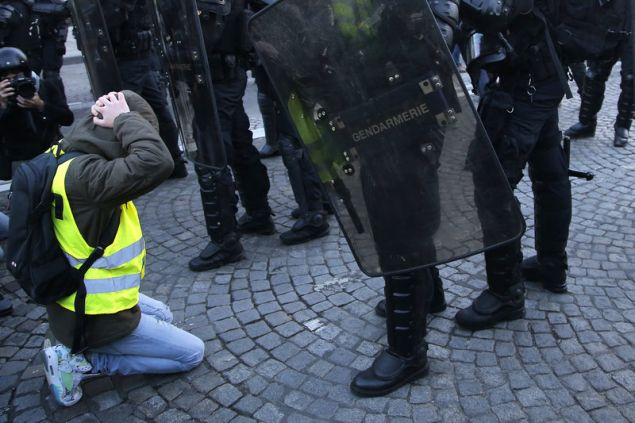 Εκατοντάδες άτομα συνέλαβαν προληπτικά οι Αρχές από το πρωί (Φωτογραφία: ΑΡ)