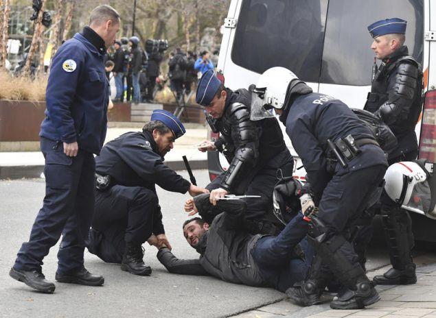 Η βελγική αστυνομία προχώρησε σε δεκάδες συλλήψεις (Φωτογραφία: ΑΡ)