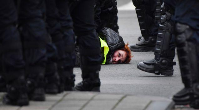 1.385 προσαγωγές έγιναν σήμερα στη Γαλλία κατά την διάρκεια των διαδηλώσεων