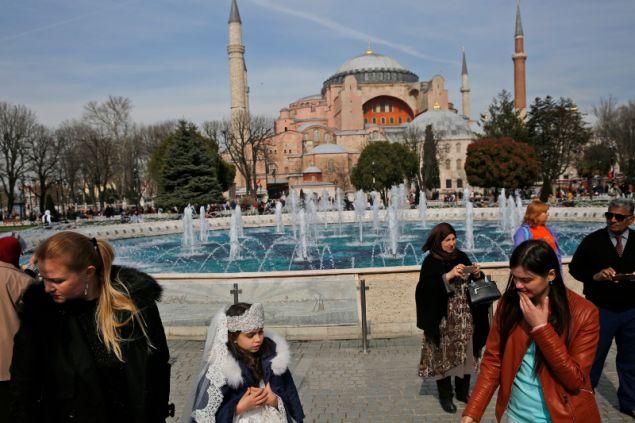 Περισσότερους από τους νέους που μεταναστεύουν είναι από την Αγκυρα, την Κωνσταντινούπολη και τη Σμύρνη/Φωτογραφία: ΑΡ