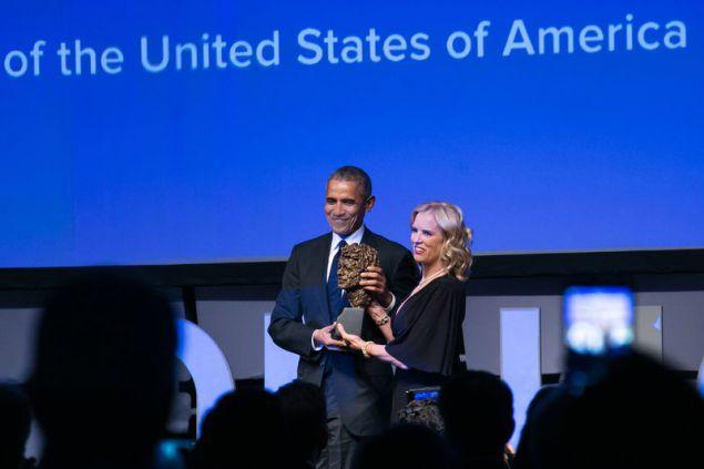 Η Kerry Kennedy βραβεύει τον Barack Obama