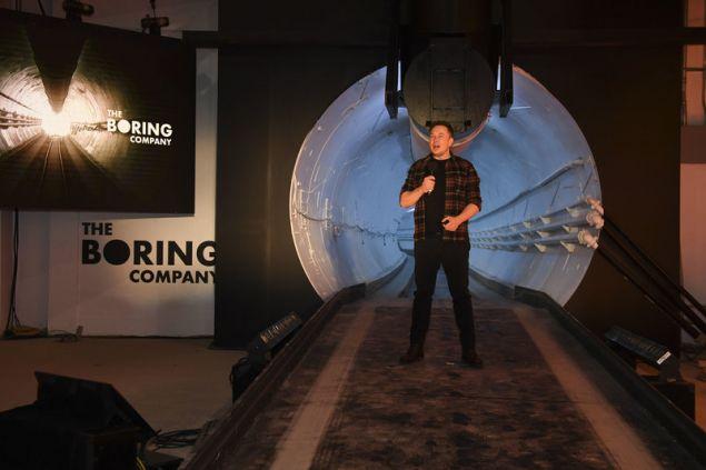Ο επικεφαλής της Tesla, της SpaceX και της Boring Company στα αποκαλυπτήρια του φουτουριστικού τούνελ στο Λος Άντζελες (Φωτογραφία: ΑΡ)