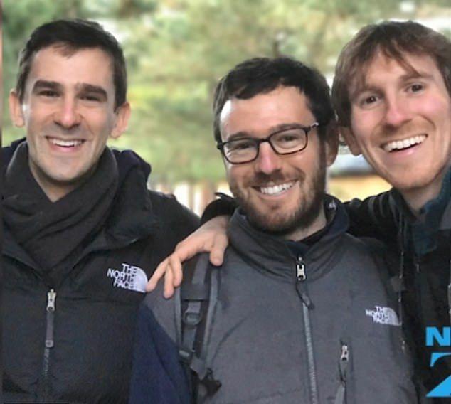 Νύφες για τους τρεις γιους του ψάχνει ένας Αμερικανός πατέρας