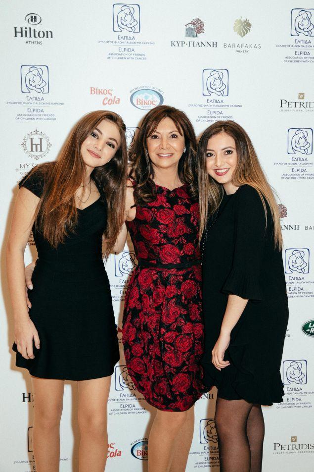 Η Σοφία Κούστα με τις κόρες της