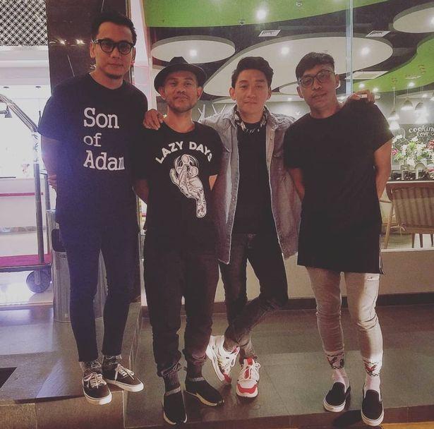 Tα μέλη του συγκροτήματος Seventeen ερμήνευαν τραγούδια τους στο θέρετρο Tanjung Lesung (Φωτογραφία: INSTAGRAM/seventeenbandid)
