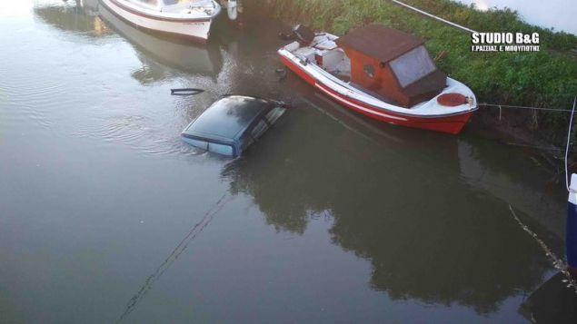 Το αυτοκίνητο «πέταξε» πάνω από τις βάρκες