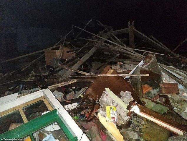 Πάνω από 700 άνθρωποι τραυματίστηκαν καθώς το τσουνάμι παρέσερνε ό,τι έβρισκε στο διάβα του (Φωτογραφία: Twitter/@Safni27)