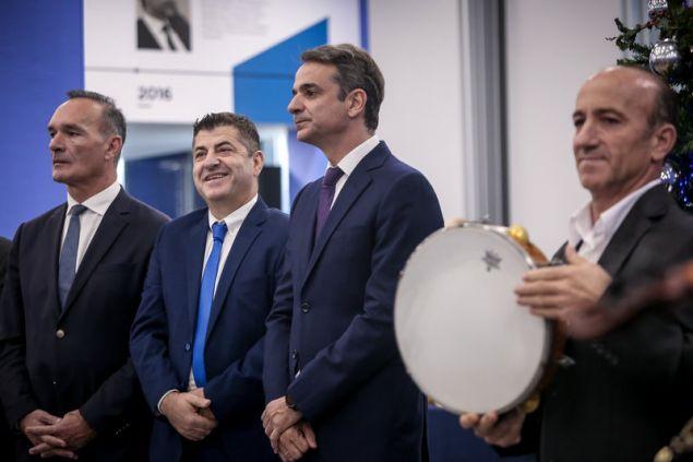 Ο Πρόεδρος Νέας Δημοκρατίας, κ. Κυριάκος Μητσοτάκης άκουσε σήμερα στα γραφεία του κόμματος τα Χριστουγεννιάτικα κάλαντα