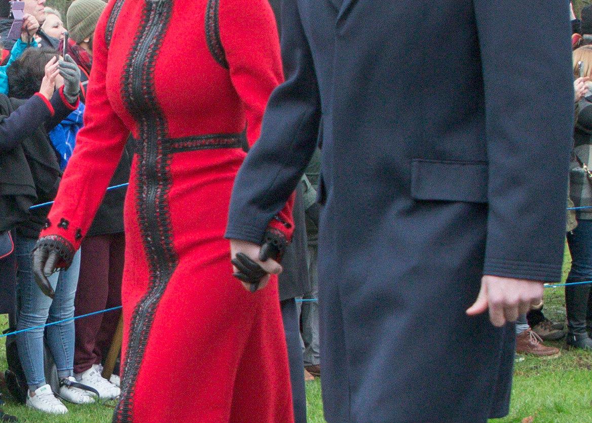 Η στιγμή που η πριγκίπισσα Ευγενία και ο σύζυγός της κρατιούνται χέρι-χέρι/ Φωτογραφία: Splash/Ideal Image