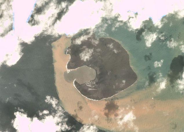 Το ηφαίστειο Ανάκ Κρακατόα, όπως ήταν μια εβδομάδα μετά την καταστροφή (Φωτογραφία: Planet Labs, Inc)