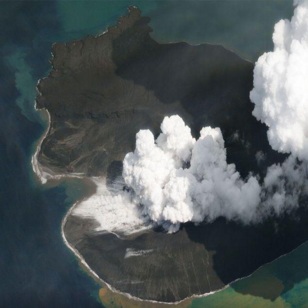 Το ηφαίστειο Ανάκ Κρακατόα, όπως ήταν την Πρωτοχρονιά του 2018 (Φωτογραφία: Planet Labs, Inc)