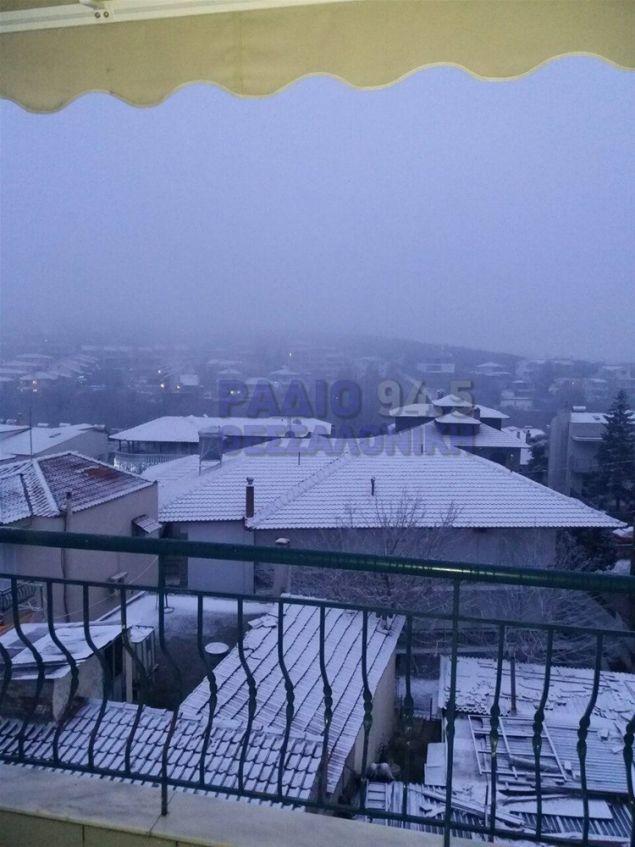 Χιονίζει στο Φίλυρο