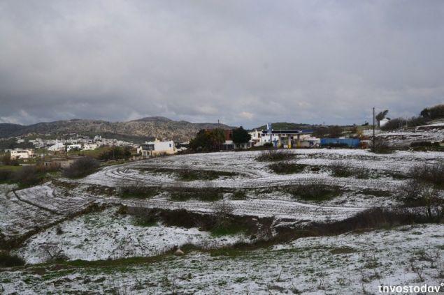 Πυκνό χιόνι έπεσε στα Δυο Χωριά, Τριαντάρο, Αρνάδο, Στενή, Κέχρο, Φαλατάδο όσο και στα χωριά της Έξω Μεριάς