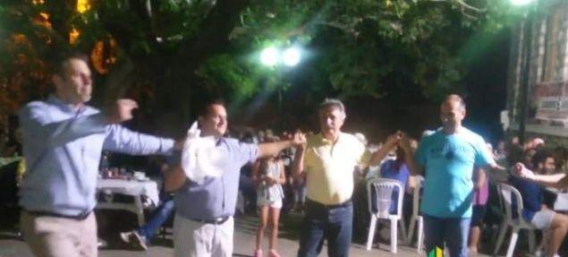 Ο Απόστολος Γκλέτσος χορεύει τσάμικο, στις χαρές και στις λύπες, όπως λέει