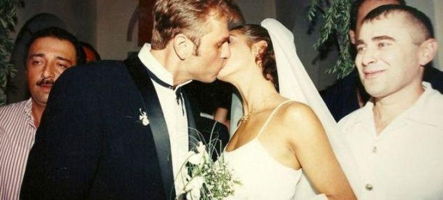 Δέκα επτά μέρες κράτησε ο γάμος του Απόστολου Γκλέτσου με την Μαρία-Ελένη Λυκουρέζου: «Το έκανα για πλάκα, ως πείραμα», είπε αργότερα