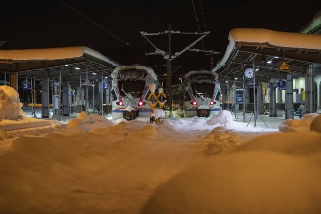 Τα τρένα τράβηξαν χειρόφρενο λόγω της κακοκαιρίας στο Μπερχτεσγκάντεν της Βαυαρίας (Φωτογραφία: ΑΡ)