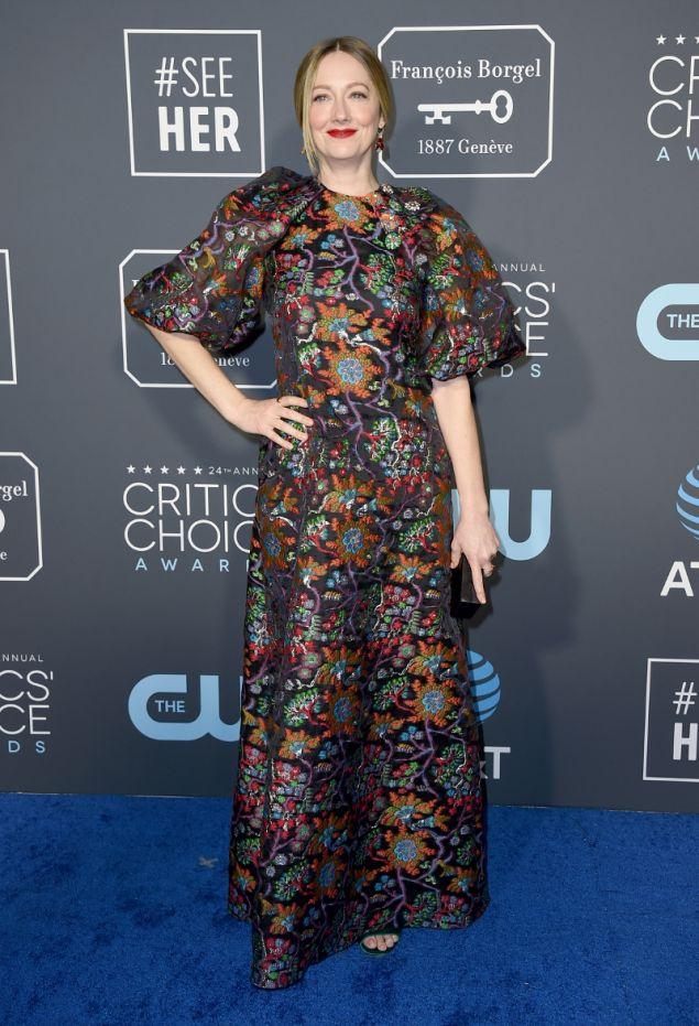 Ταπετσαρία τοίχου θύμιζε το φόρεμα της Τζούντι Γκριρ