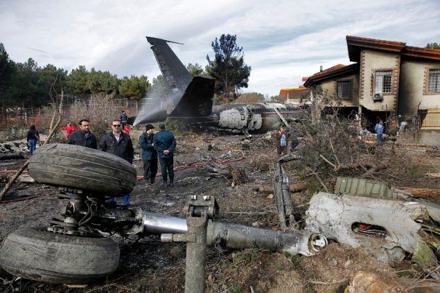 Το αεροσκάφος έπεσε πάνω σε σπίτια