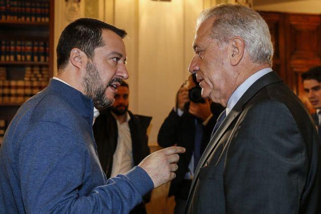 Σαλβίνι: Με τον επίτροπο Αβραμόπουλο έχουμε άμεση επικοινωνία και με sms