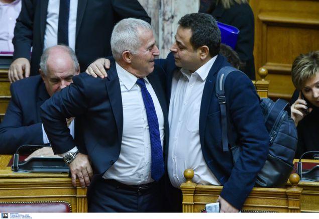 Ο νέος υπουργός Αμυνας Ευ. Αποστολάκης με τον αναπληρωτή υπ. Ναυτιλίας Νεκτάριο Σαντορινιό