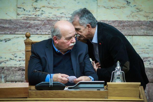 Ο Σπύρος Δανέλλης ζητά επί προσωπικού τον λόγο από τον πρόεδρο της Βουλής