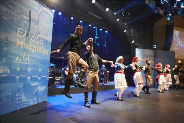 Με χορούς και μαντινάδες υποδέχθηκαν τον Μητσοτάκη στην Κρήτη