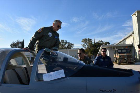 Ο αρχηγός ΓΕΑ έκανε πτήση με το νέο εκπαιδευτικό αεροσκάφος