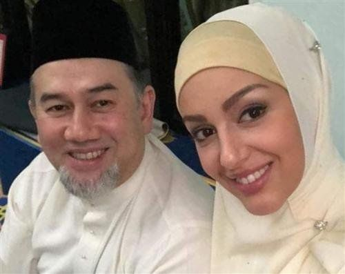 Ο πρώην βασιλιάς της Μαλαισίας Μοχάμεντ Ε΄και η Ρωσίδα σύζυγός του Οξάνα Βοεβοντίνα (Φωτογραφία: Instagram)