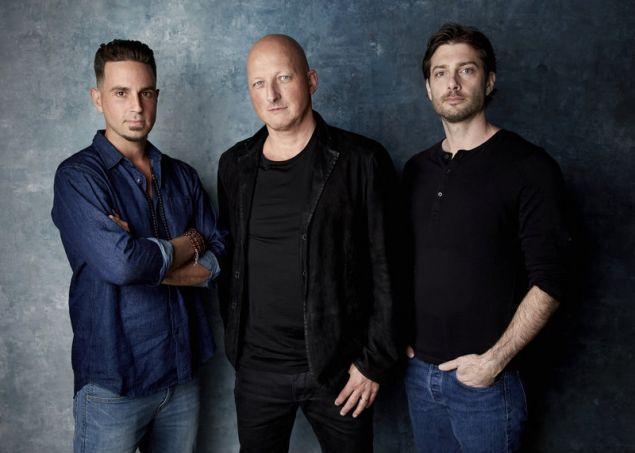 O Γουέιντ Ρόμπσον (αριστέρα) ο Τζέιμς Σέιφτσακ (δεξιά) και ο σκηνοθέτης του ντοκιμαντέρ-σοκ για τον Μάικλ Τζάκσον, Νταν Ριντ (Φωτογραφία: ΑΡ)
