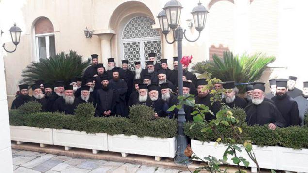 Το... σώμα της πορείας των ιερέων / Φωτογραφία: protionline.gr