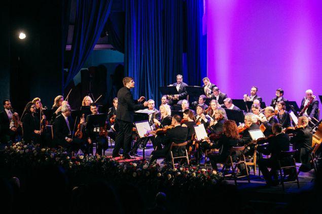 Η Κρατική Ορχήστρα Αθηνών υπό τη διεύθυνση του Ρωμανού Παπάζογλου