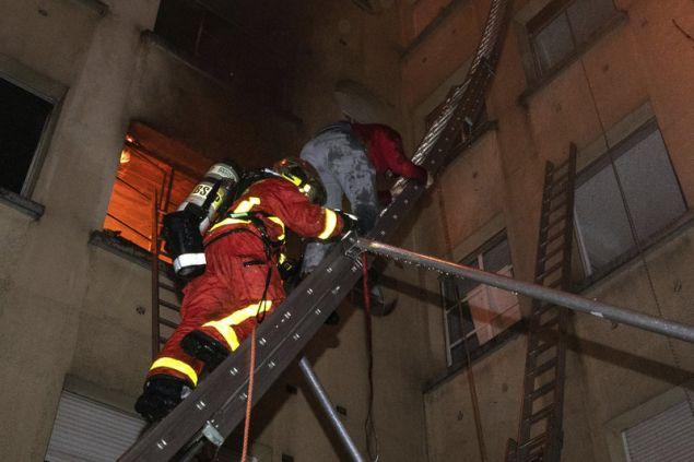 Εξι πυροσβέστες ανάμεσα στους τραυματίες