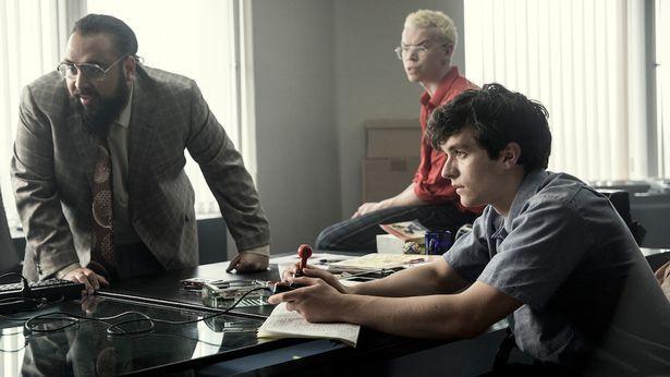 Στην διαδραστική ταινία «Black Mirror: Bandersnatch» ζητείται από τους θεατές να πάρουν αυτοί τις αποφάσεις για τον πρωταγωνιστή (Φωτο: Netflix)